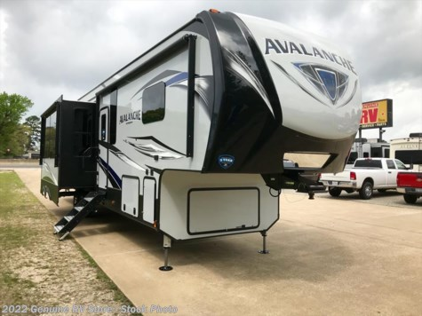 New 2019 Keystone Avalanche 396BH For Sale by Genuine RV Store available in Nacogdoches, Texas