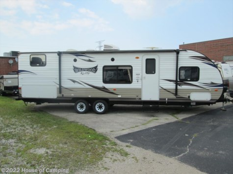 Used 2015 Forest River Wildwood X-Lite 281QB For Sale by House of Camping available in Bridgeview, Illinois