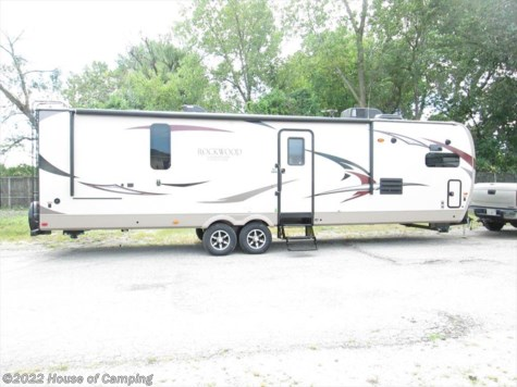 New 2017 Forest River Rockwood Signature Ultra Lite 8335BSS For Sale by House of Camping available in Bridgeview, Illinois
