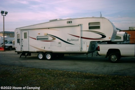 Used 2006 Forest River Rockwood Signature Ultra Lite 8283SS For Sale by House of Camping available in Bridgeview, Illinois