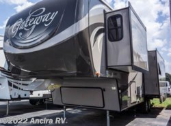 Used 2014  Heartland RV Gateway 3200RS by Heartland RV from Ancira RV in Boerne, TX
