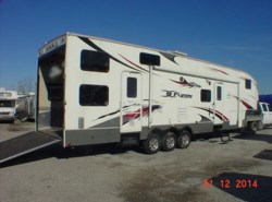 Used 2008  Keystone Fuzion 362 by Keystone from Louisville RV Center in Louisville, KY