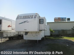 Used 2002  Nu-Wa Hitchhiker II 31FKTG by Nu-Wa from Maximum RV in Mathis, TX