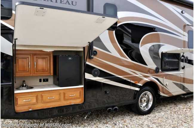 New 2017 thor motor coach chateau super c for Super c motor homes