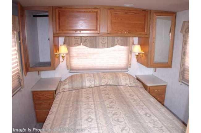 Used 1998 winnebago adventurer for 3 rooms for 1999