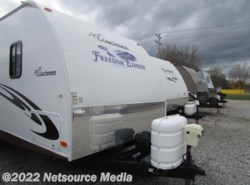 Used 2011  Coachmen Freedom Express 295RLDS by Coachmen from Northgate RV Center in Alcoa, TN