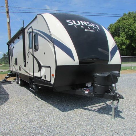 Used 2018 CrossRoads Sunset Trail Super Lite SS271RL For Sale by Northgate RV Center available in Louisville, Tennessee
