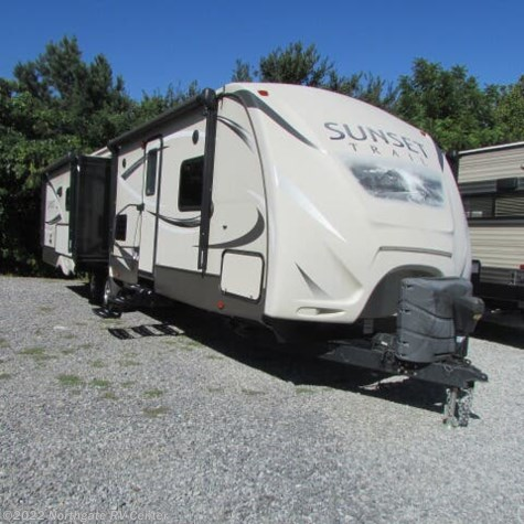 Used 2015 CrossRoads Sunset Trail Reserve ST32RL For Sale by Northgate RV Center available in Louisville, Tennessee