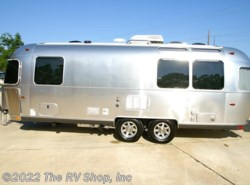 New 2015  Airstream Flying Cloud 25FB by Airstream from The RV Shop, Inc in Baton Rouge, LA