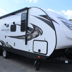 New 2019 Forest River Wildwood Heritage Glen Hyper-Lyte 22RBHLW For Sale by The Camper Store available in Phenix City, Alabama