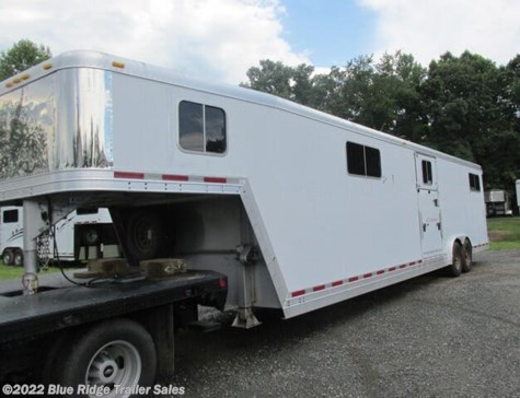 Used 2005 Featherlite 4-6 Horse HtoH 7'6 x 8 With Dress For Sale by Blue Ridge Trailer Sales available in Ruckersville, Virginia