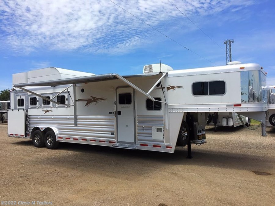 "2018 Platinum Coach Outlaw 4 Horse SIDE LOAD 10'4"" SW Outlaw & ONAN"