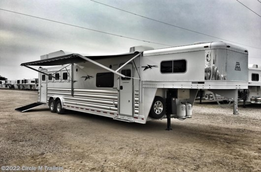 4 Horse Trailer - 2018 Platinum Coach Outlaw 4 Horse 13' Shortwall Outlaw SIDE LOAD available New in Kaufman, TX