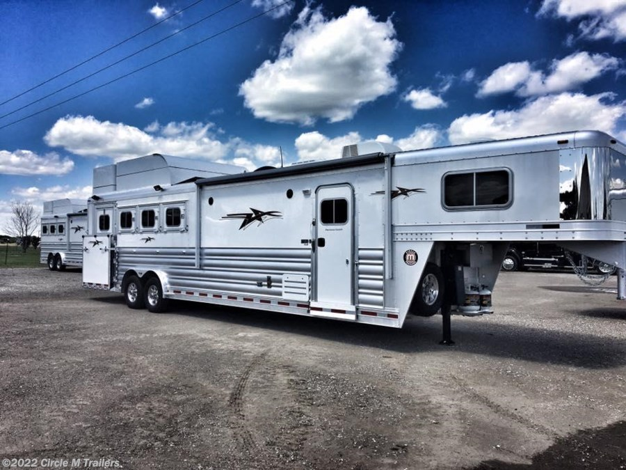 "2018 Platinum Coach Outlaw 4 Horse 12' 8"" OUTLAW SIDE LOAD"