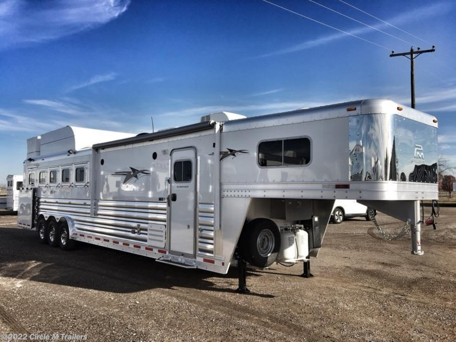 2018 Platinum Coach Outlaw 5 horse 13' SW SIDE LOAD + BUNK BED!!