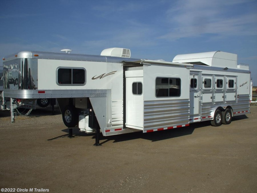 "2018 Platinum Coach Outlaw 4 Horse 12' 8"" SW Outlaw SLIDE OUT w/ 72"" Sofa!"