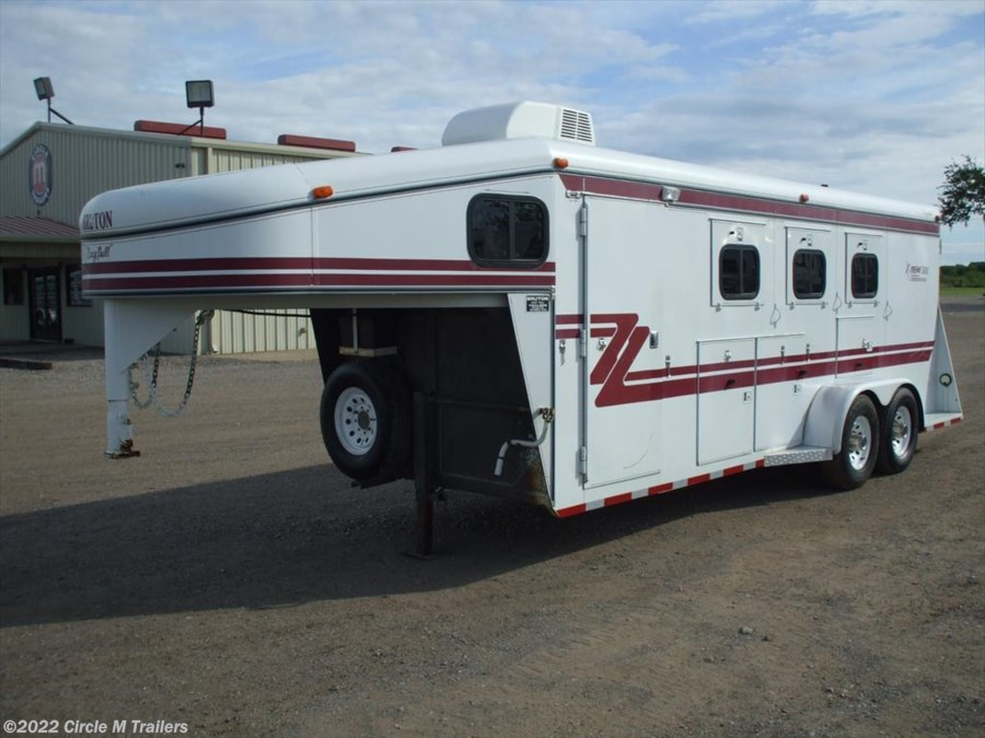2001 Bruton X-Treme 3 horse 5' short wall MANGERS & A/C
