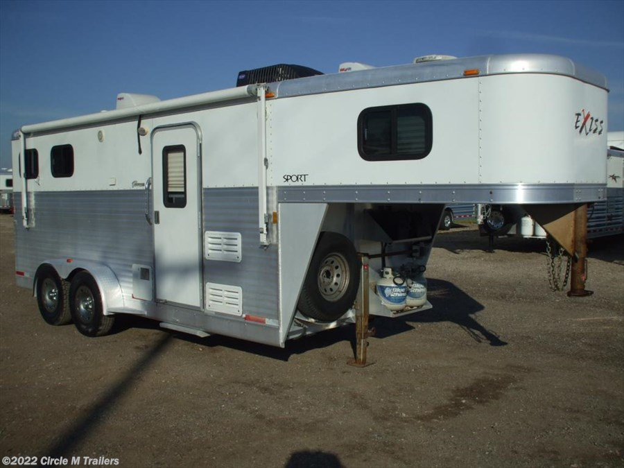 2006 Exiss Sport 2 horse 7' short wall..DINETTE & SUPER CLEAN!!