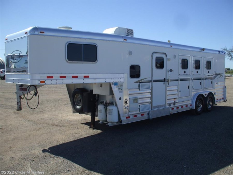 2007 4-Star 3 H 9' SW Outlaw Conversion...SUPER CLEAN