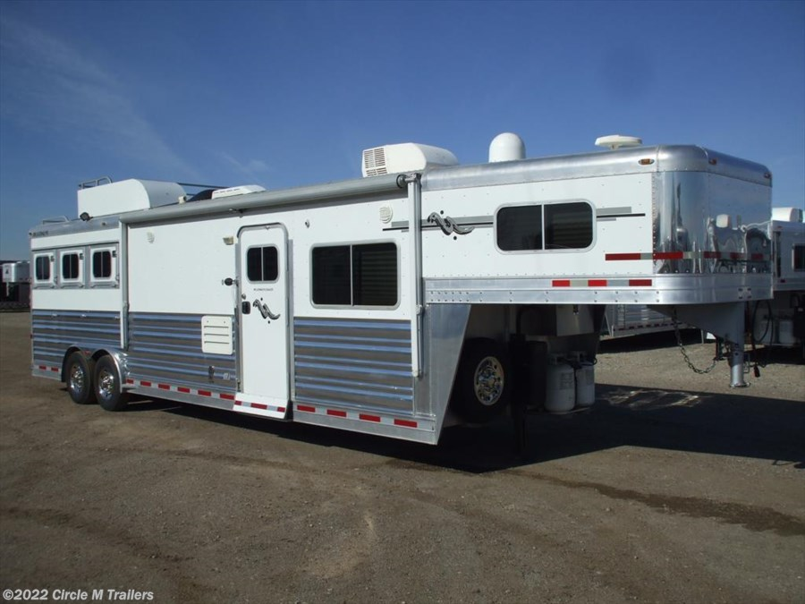 2007 Platinum Coach Outlaw 3HGN w/ 14' SW Couch and Dinette