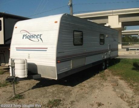 2004 Fleetwood Pioneer 27t8 Travel Trailer Used In