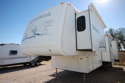 2005 Keystone Montana  3400RL Quad Slide 5th Wheel