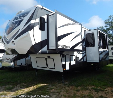 2015 Keystone Fuzion  331 Triple Slideout w/11' Garage