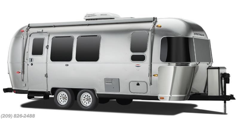 2017 Airstream Flying Cloud 27FB twin beds
