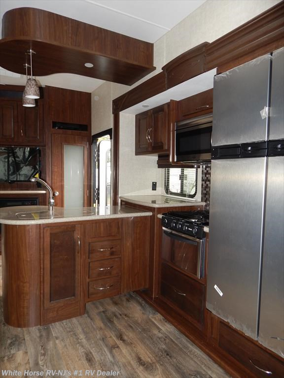 2015 heartland rv rv cyclone cy3110 triple slideout w 10 for Kitchen cabinets 08094