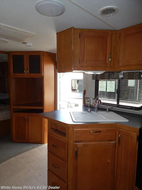 2004 fleetwood rv prowler regal 320dbhs quad bunks for Kitchen cabinets 08094
