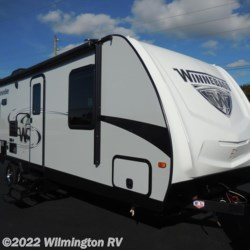 2018 Winnebago Minnie 2500RL/New Front Cap  - Travel Trailer New  in Wilmington NC For Sale by Wilmington RV call 866-920-3289 today for more info.