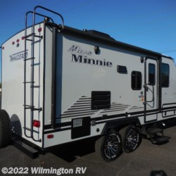 Wilmington RV 2019 Micro Minnie 2106DS/Off Road Package  Travel Trailer by Winnebago | Wilmington, North Carolina