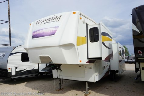 2008 Coachmen Wyoming   332 RLTS