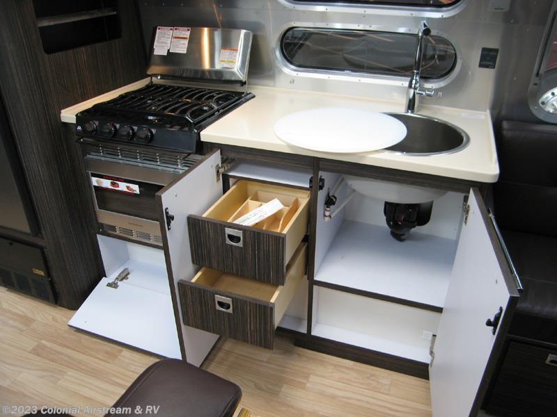 Amazing 2016 Airstream RV International Signature 28W Queen For Sale In Lakewood NJ 08701 | 10835 ...