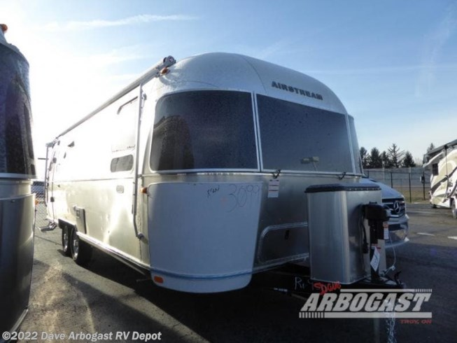 New 2020 Airstream Flying Cloud 27FB available in Troy, Ohio