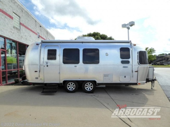 2015 Airstream Flying Cloud 23FB - Used Travel Trailer For Sale by Dave Arbogast RV Depot in Troy, Ohio