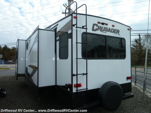 2019 Crusader 330MBH by Prime Time from Driftwood RV Center in Clermont, New Jersey