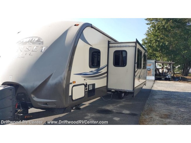 2013 CrossRoads Sunset Trail Reserve 31 - Used Travel Trailer For Sale by Driftwood RV Center in Clermont, New Jersey
