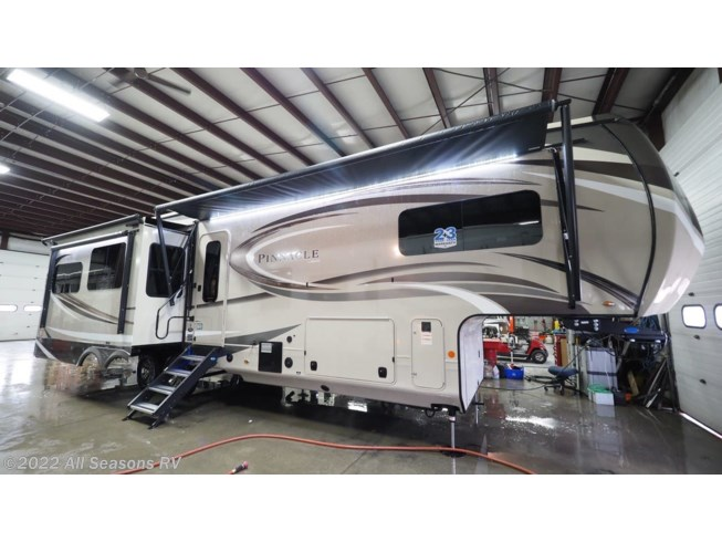 New 2020 Jayco Pinnacle 36SSWS available in Muskegon, Michigan