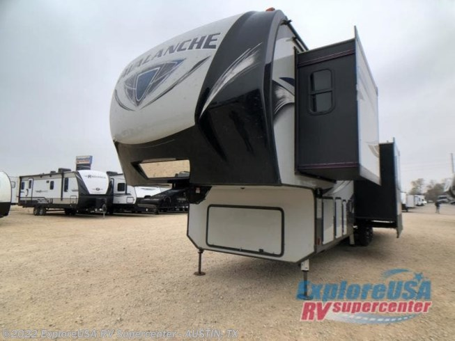 2019 Keystone Avalanche 365MB - Used Fifth Wheel For Sale by ExploreUSA RV Supercenter - KYLE, TX in Kyle, Texas features Slideout