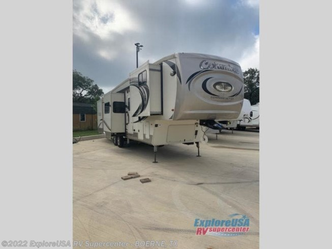 Used 2019 Palomino Columbus F386FK available in Boerne, Texas