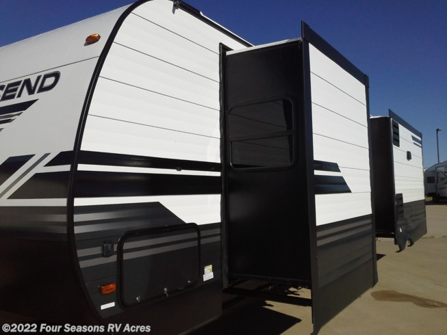 2019 Grand Design Transcend 31RLS - New Travel Trailer For Sale by Four Seasons RV Acres in Abilene, Kansas features 50 Amp Service, Air Conditioning, AM/FM/CD, Auxiliary Battery, Exterior Speakers, External Shower, Furnace, Leveling Jacks, Medicine Cabinet, Microwave, Oven, Power Awning, Queen Bed, Refrigerator, Roof Vents, Shower, Skylight, Slideout, Smoke Detector, Solar Prep, Stove Top Burner, Table and Chairs, Theater Seating, Toilet, TV, Washer/Dryer Prep, Water Heater