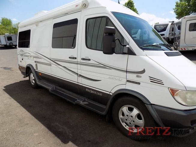 2006 Leisure Travel Free Spirit Class C Motorhome