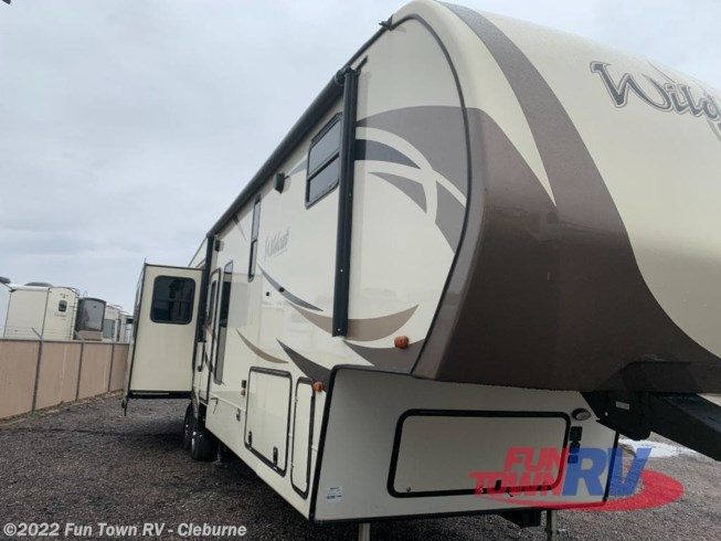Used 2018 Forest River Wildcat 383MB available in Cleburne, Texas