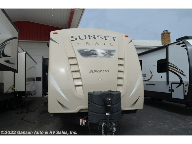 Used 2017 CrossRoads Sunset Trail Super Lite SS331BH available in Riceville, Iowa