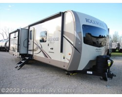 #RGG81669 - 2018 Forest River Rockwood Signature Ultra Lite 8328BS