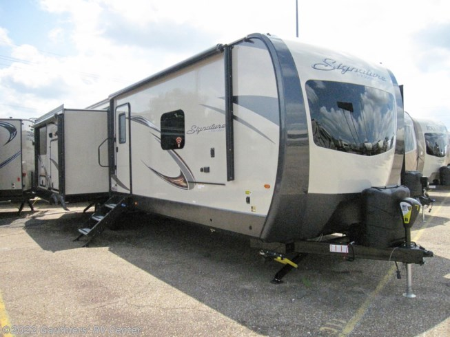 2019 Forest River Rockwood Signature Ultra Lite 8332BSC