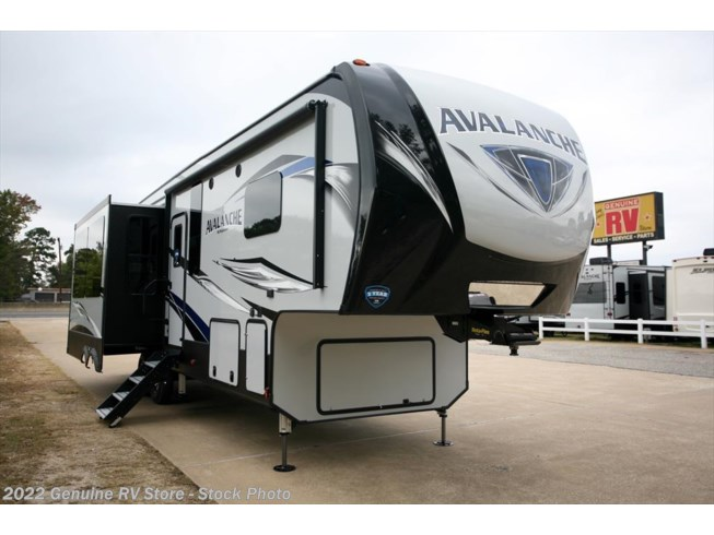 2018 Keystone Avalanche 321RS