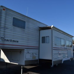 Delmarva RV Center 2005 Spirit of America 526RLS  Fifth Wheel by Coachmen | Milford, Delaware