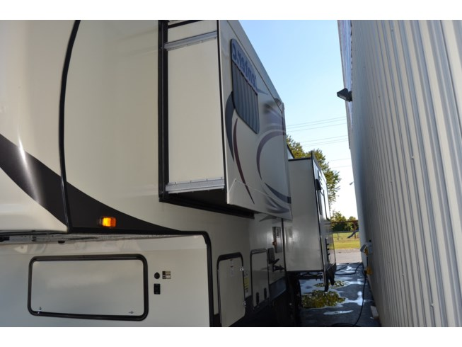 2016 Eagle HT 27.5RLTS by Jayco from Delmarva RV Center in Smyrna in Smyrna, Delaware
